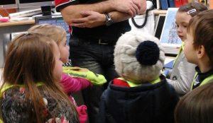 Medvedki na obisku v regijskem centru za obvescanje 03