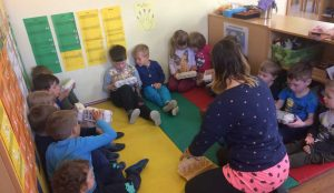 Otroci iz oddelka Kamencki, enote Studeno so raziskovali v bliznji okolici 02