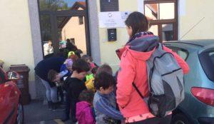 Otroci iz oddelka Kamencki, enote Studeno so raziskovali v bliznji okolici 03