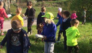 Otroci iz oddelka Kamencki, enote Studeno so raziskovali v bliznji okolici 11