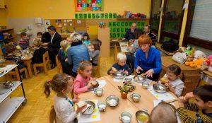 Tradicionalni slovenski zajtrk v oddelku Žoge enote Pastirček 07
