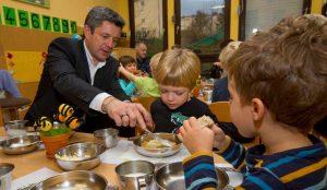 Tradicionalni slovenski zajtrk v oddelku Žoge enote Pastirček 08