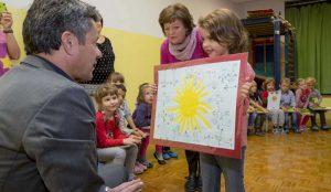 Zupan razdelil knjigo Zacarani gozd – v tednu otroka 14