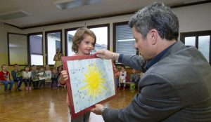 Zupan razdelil knjigo Zacarani gozd – v tednu otroka 15