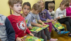 Zupan razdelil knjigo Zacarani gozd – v tednu otroka 18