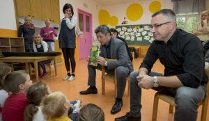Zupan razdelil knjigo Zacarani gozd – v tednu otroka 20