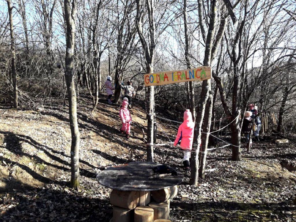 Pudgurčki v gozdni igralnici