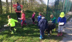 Otroci iz oddelka Kamencki, enote Studeno so raziskovali v bliznji okolici 04