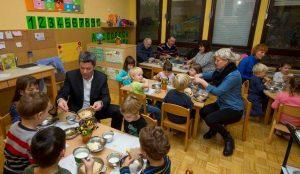 Tradicionalni slovenski zajtrk v oddelku Žoge enote Pastirček 06