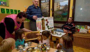 Tradicionalni slovenski zajtrk v oddelku Žoge enote Pastirček 11