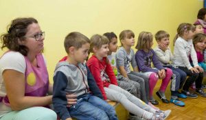 Zupan razdelil knjigo Zacarani gozd – v tednu otroka 05