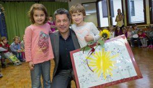 Zupan razdelil knjigo Zacarani gozd – v tednu otroka 17