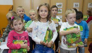 Zupan razdelil knjigo Zacarani gozd – v tednu otroka 27